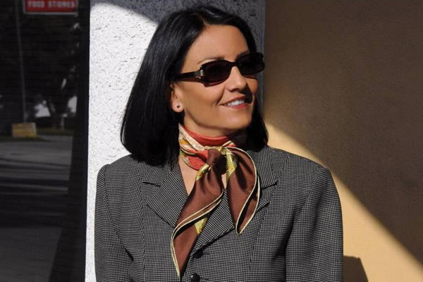 How to wear scarves: style lessons from Anne