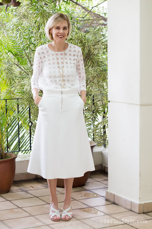 All white with golden earrings | 40plusstyle.com