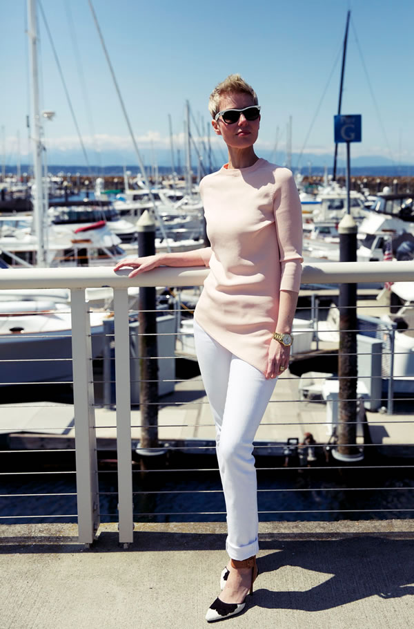How to mix modern and trendy with classic style – a style interview with Angie | 40plusstyle.com