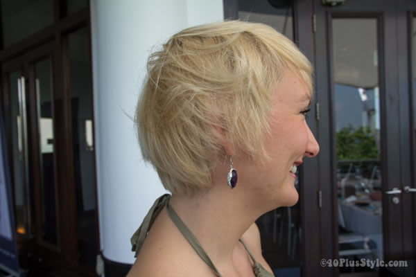 short blond hairstyle from the side | 40plusstyle.com