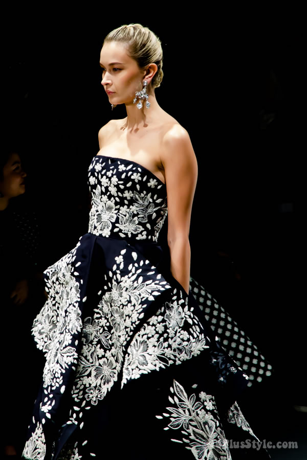 Oscar de la Renta Fashion show in Singapore | 40plusstyle.com