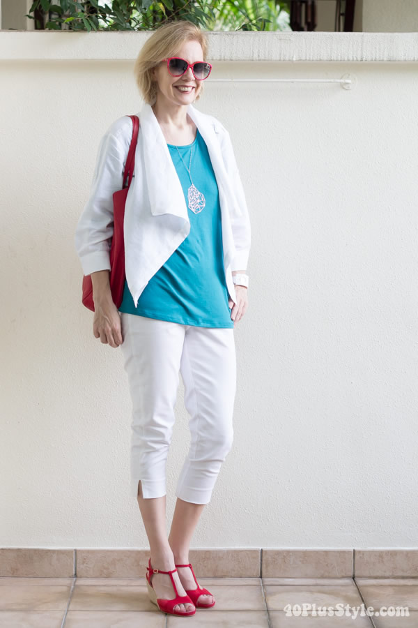 White pants and white jacket combined with turquoise blue | 40plusstyle.com
