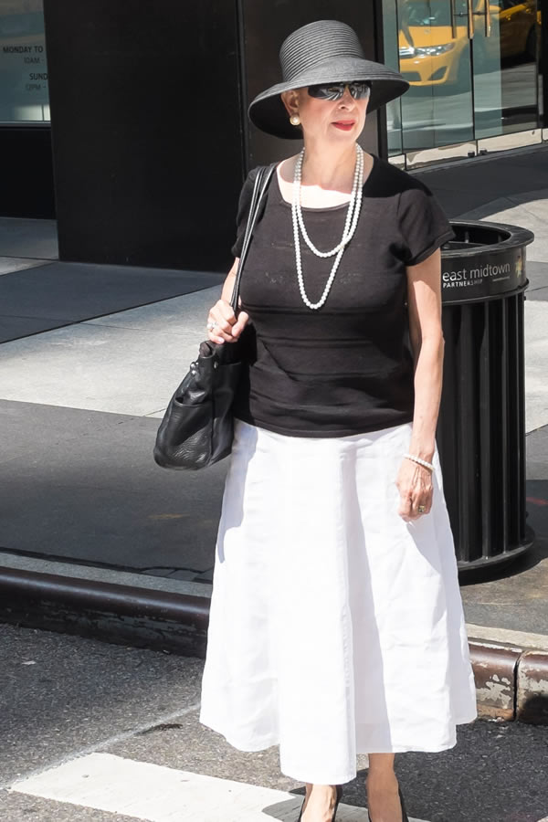 3 inspiring looks by 40+ ladies sporting a great summer essential: the straw hat! | 40plusstyle.com