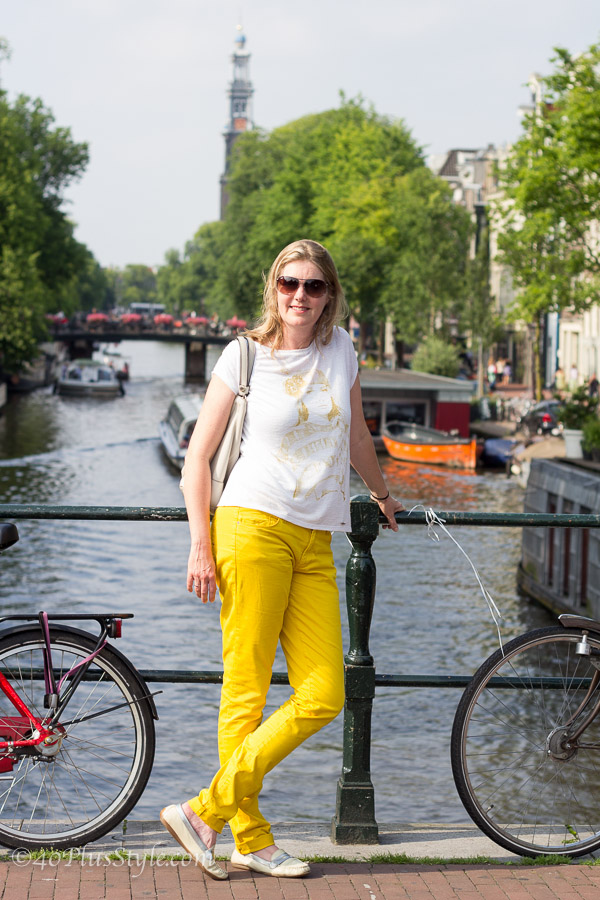 White and yellow outfit for a hip, comfortably chic look in Amsterdam | 40plusstyle.com