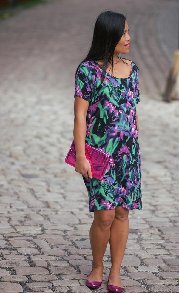 Souri wearing a flower dress | 40plusstyle.com