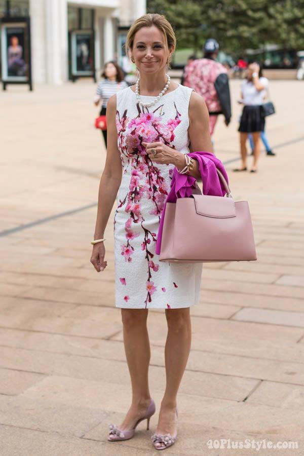 http://40plusstyle.com/wp-content/uploads/2014/10/pinkflowerdress.jpg | 40plusstyle.com