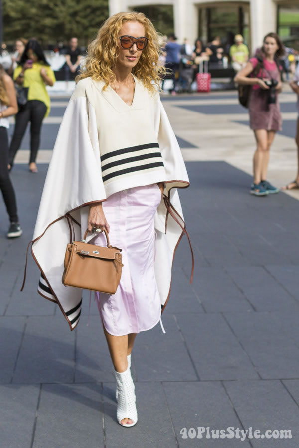 Post image for Superb look mixing a poncho with a skirt – Would you wear it?