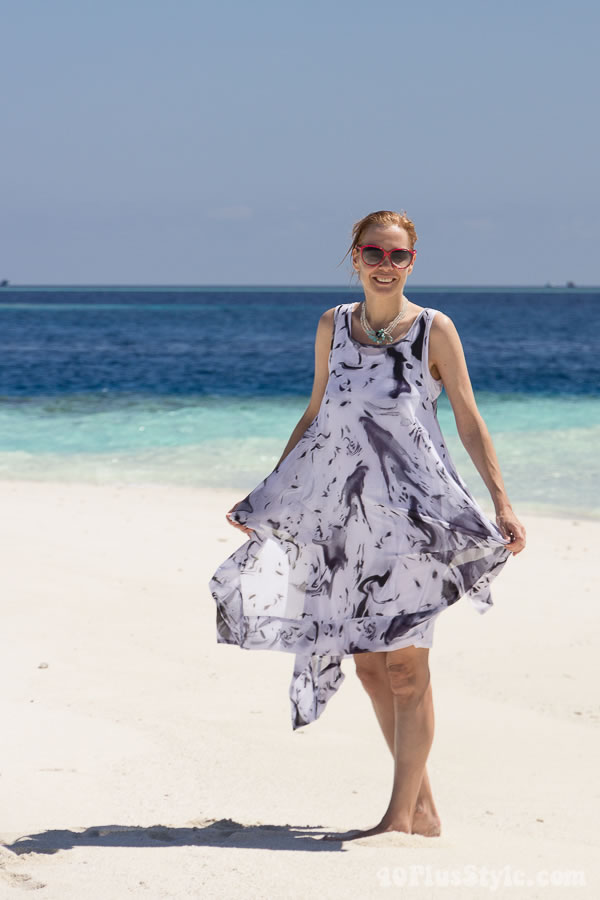 A dress with movement for a beautiful summer day | 40plusstyle.com