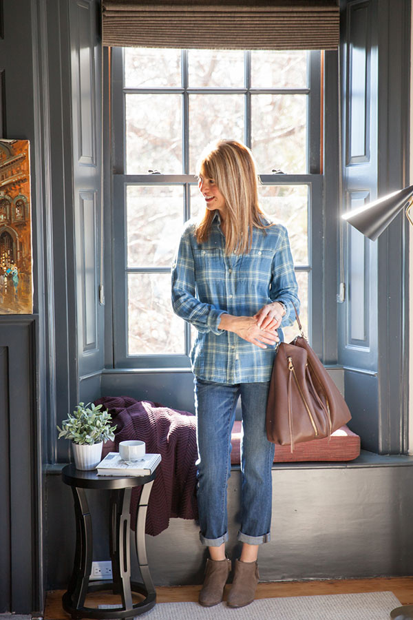 Style featuring simple lines with one statement piece - A Style Interview with Susan Kanoff |40plusstyle.com