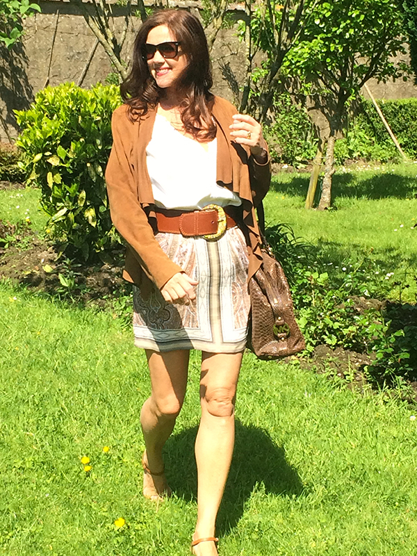 Styling a belt with a skirt   40plusstyle.com