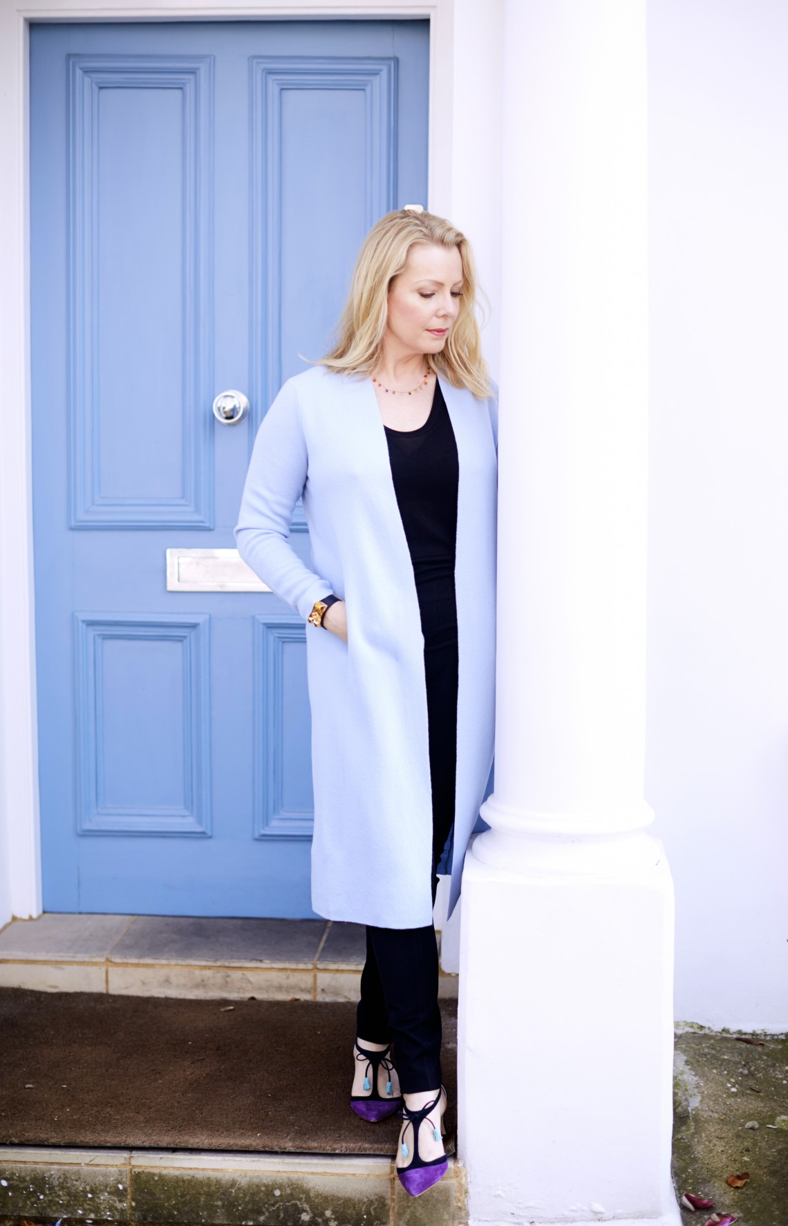 Chic pointed shoes and baby blue coat outfit | 40plusstyle.com