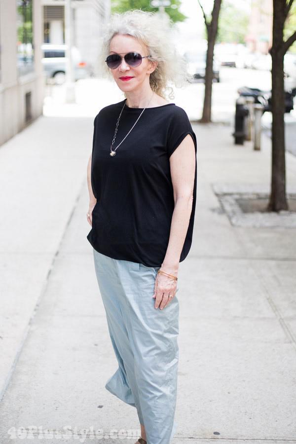 Patti in New York in black & white