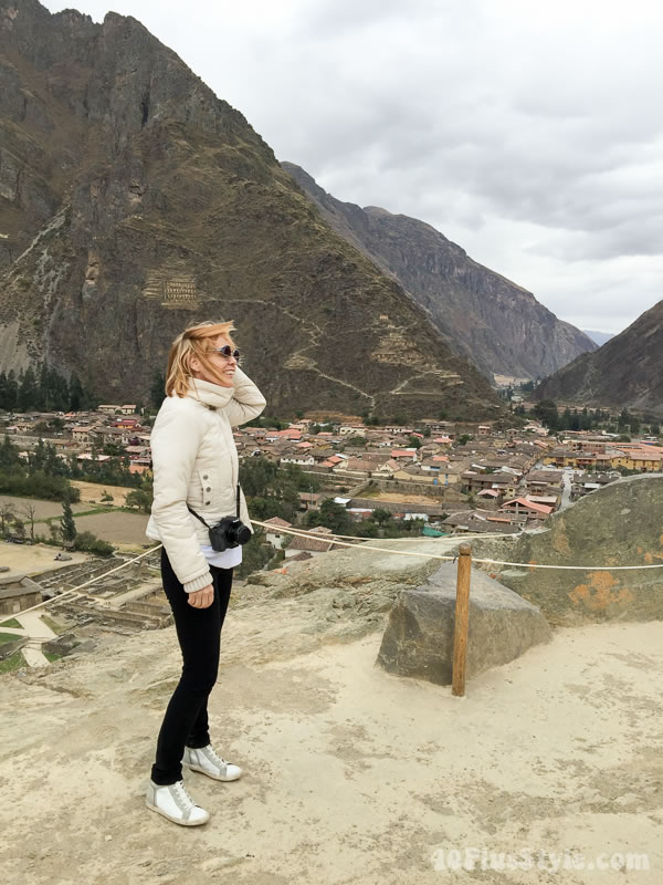 Wearing black and white in Peru | 40plusstyle.com
