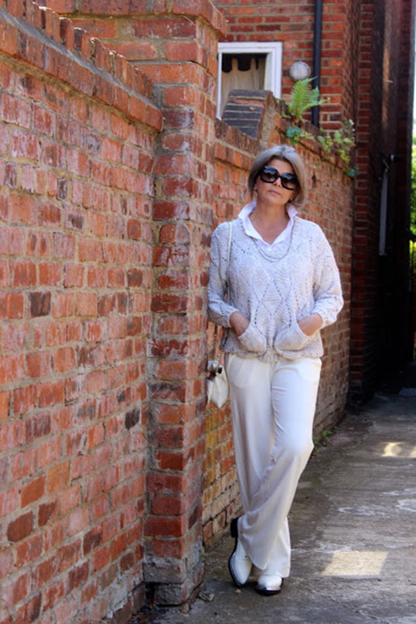 Simple and chic outfit ideas   40plusstyle.com