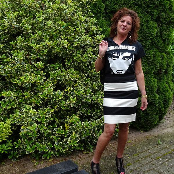 Striped pencil skirt outfit idea | 40plussytle.com