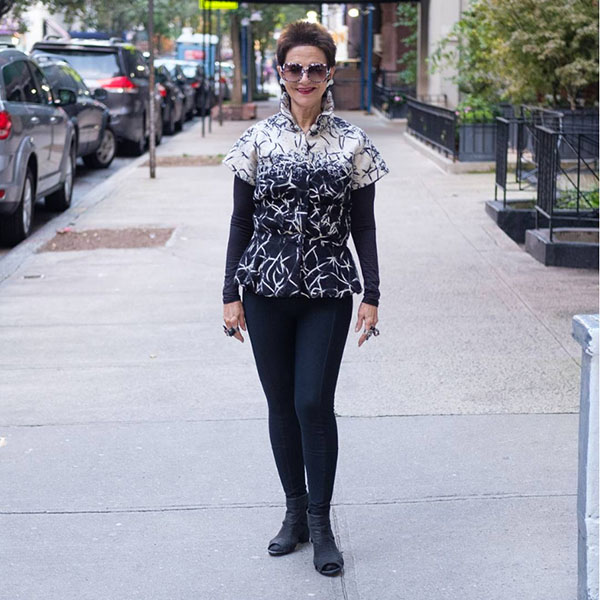 #40plusstyle Inspiration: black and white outfit with leggings | 40plusstyle.com