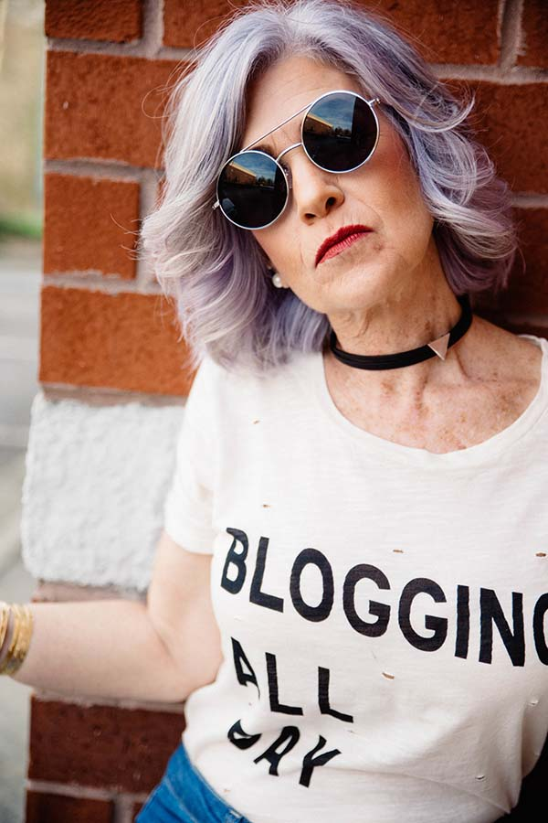 White statement shirt for bloggers | 40plusstyle.com