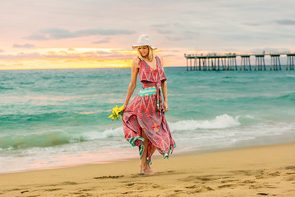 Boho chic style: Flowy aztec dress by the beach | 40plusstyle.com