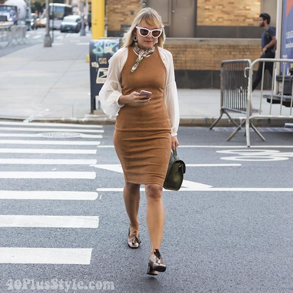 Streetstyle inspiration: wearing camel - t-shirt and dress layering fashion | 40plusstyle.com