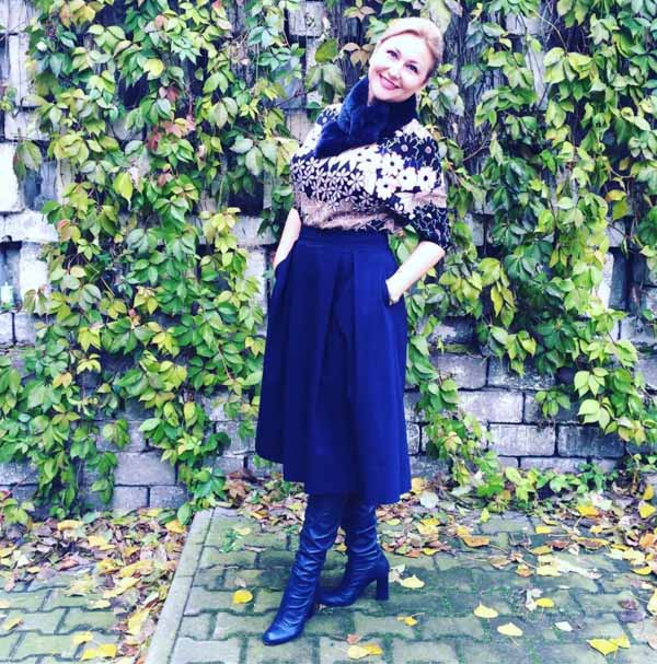 #40plusstyle inspiration: black skirt | 40plusstyle.com
