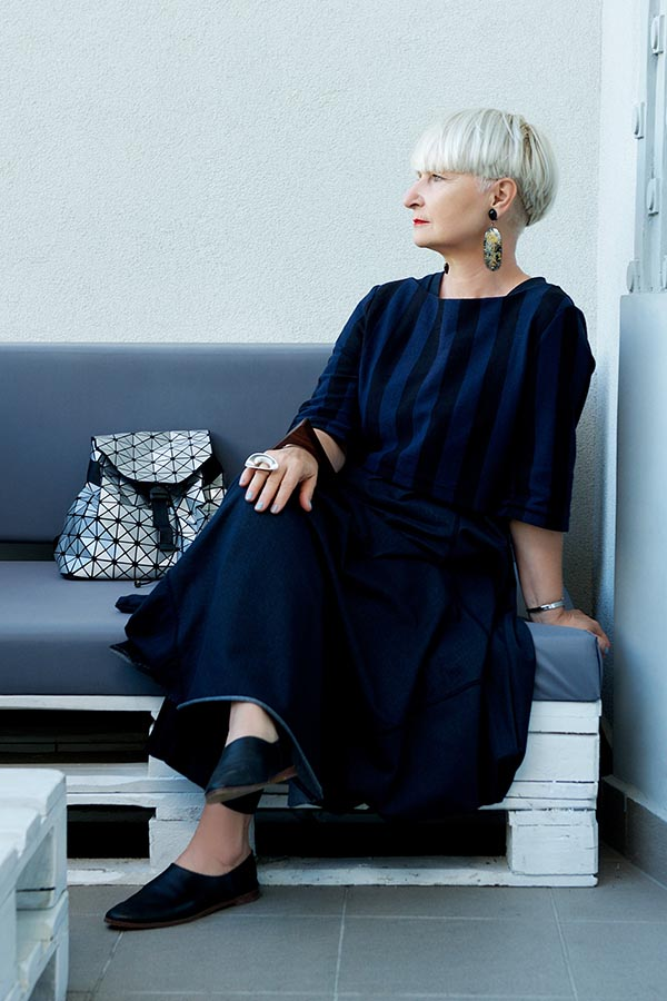Style tips for women over 40: skirt and accessories outfit ideas | 40plusstyle.com