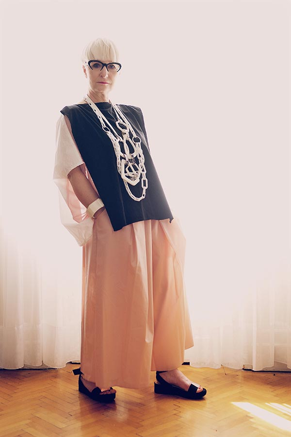 Ideas on how to wear culottes with accessories | 40plusstyle.com