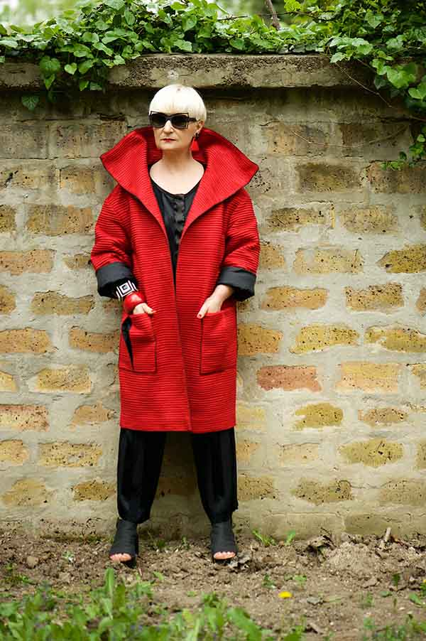 Simplicity with a twist - A style interview with Katalin | 40plusstyle.com