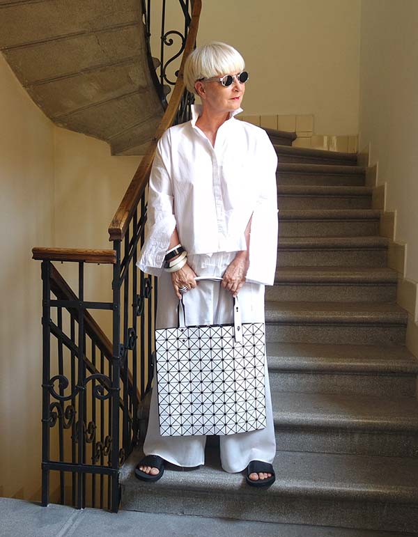 Chic and comfy all white outfit idea | 40plusstyle.com