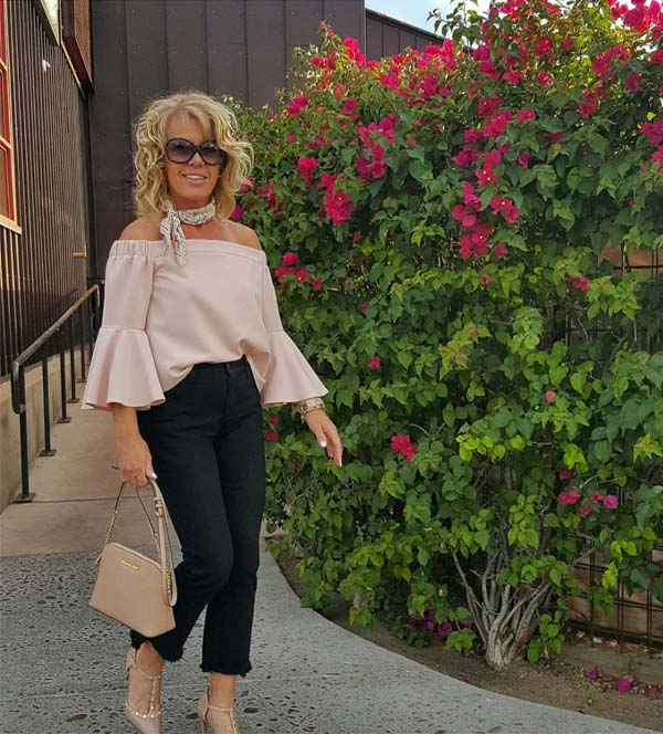 #40plusstyle inspiration: Cropped Pants and off shoulder top | 40plusstyle.com
