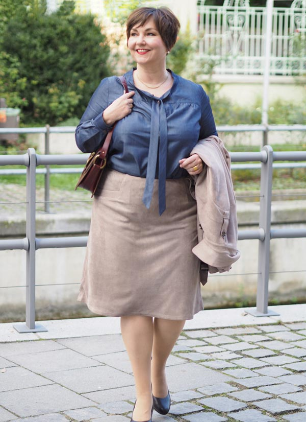 Fashionable outfit ideas for 50 year old working women | 40plusstyle.com