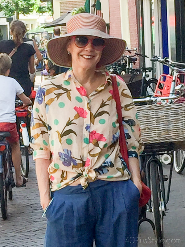 Stylish travel outfit with a sun hat for morning and afternoon walks | 40plusstyle.com