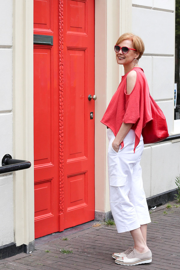 Chic modern outfits to try this Summer with wide cropped pants | 40plusstyle.com