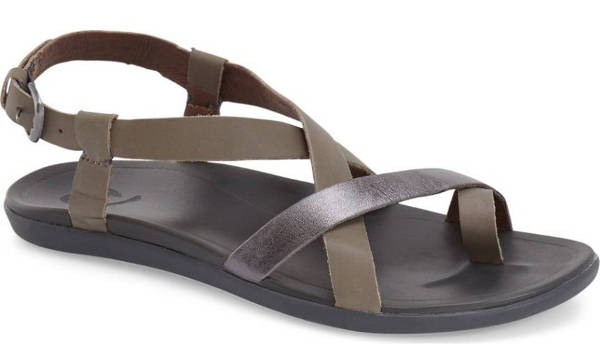 most comfortable walking shoes for summer travel | 40plusstyle.com