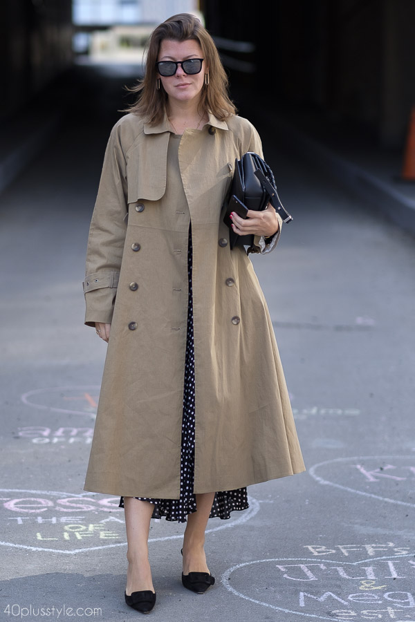 Chic coat outfits: beige trench coat with a polka dot dress | 40plusstyle.com