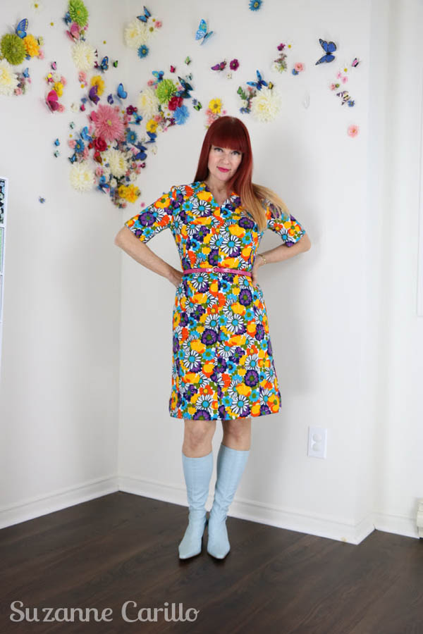 Bold colored vintage outfit | 40plusstyle.com