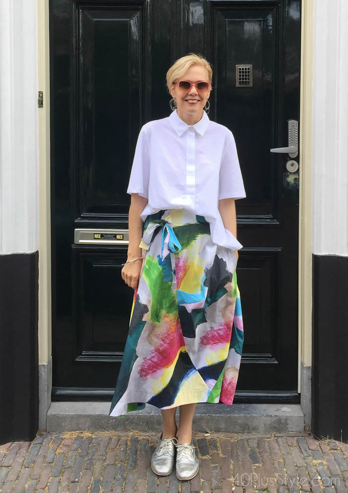 do you blend in or stand out - wearing a colorful skirt   40plusstyle.com