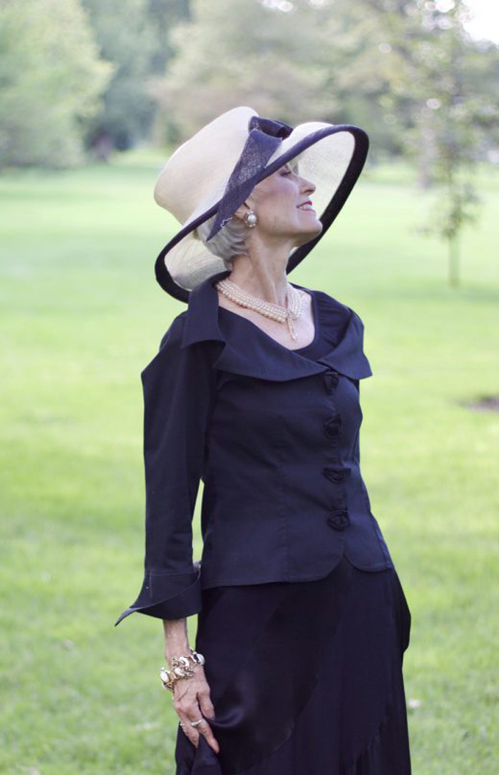 Judith in all black outfit with white/black hat | 40plusstyle.com