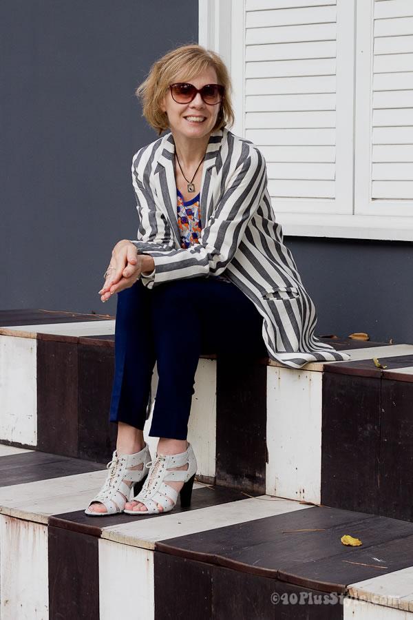 High contrast blazer with stripes