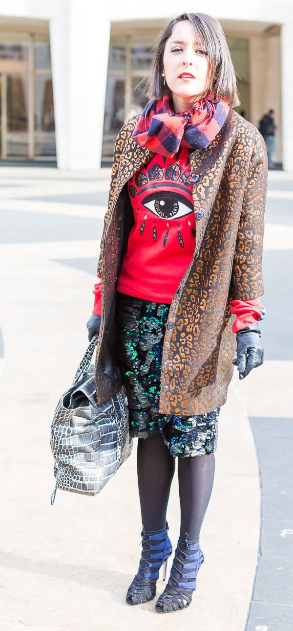 8cb6c03a2771 11 best streetstyle looks by women over 40 featuring prints (look ...