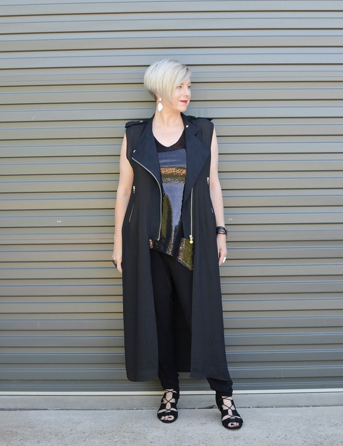 Deborah wearing long sleeveless vest | 40plusstyle.com