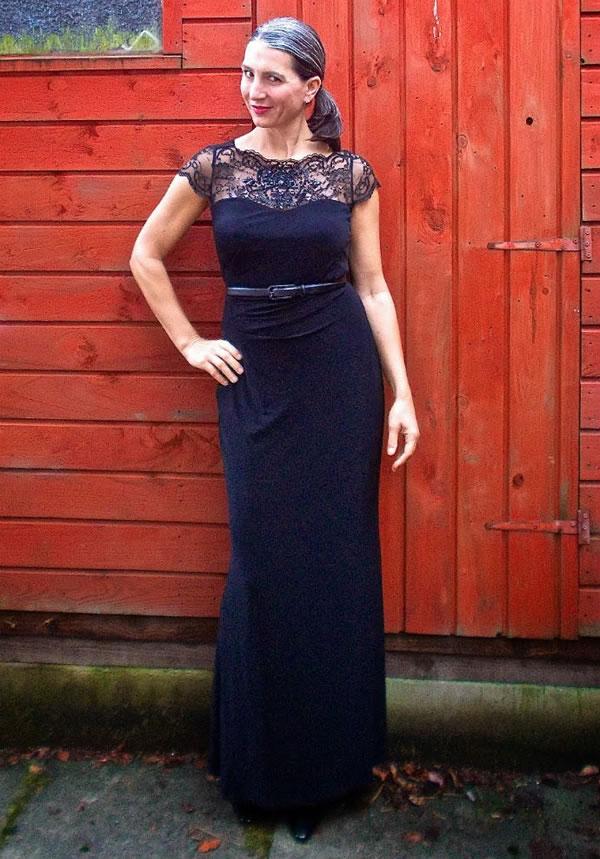Long lace dress | 40plusstyle.com