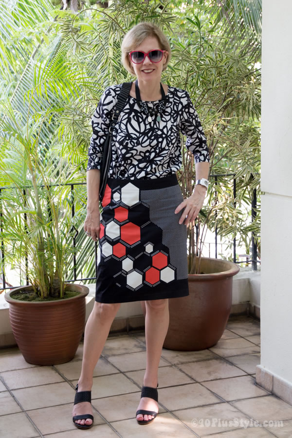 Wearing a printed skirt with prints | 40plusstyle.com