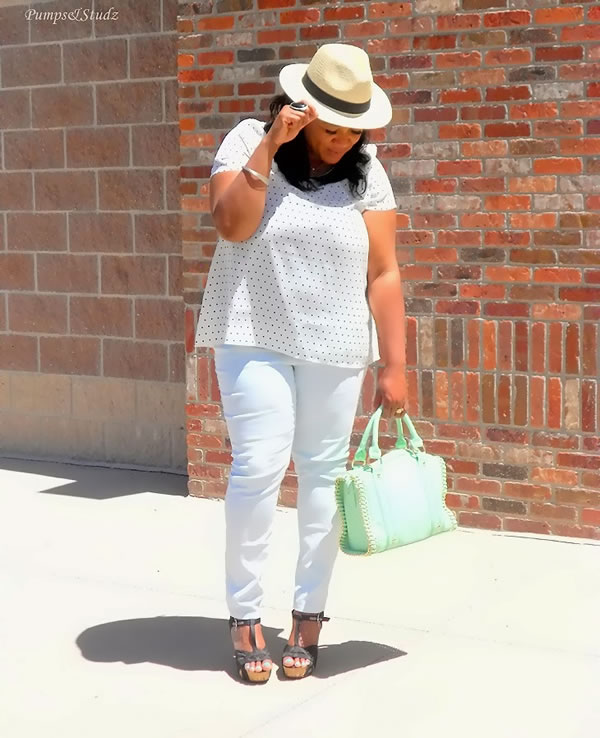 Dressed in all white | 40plusstyle.com