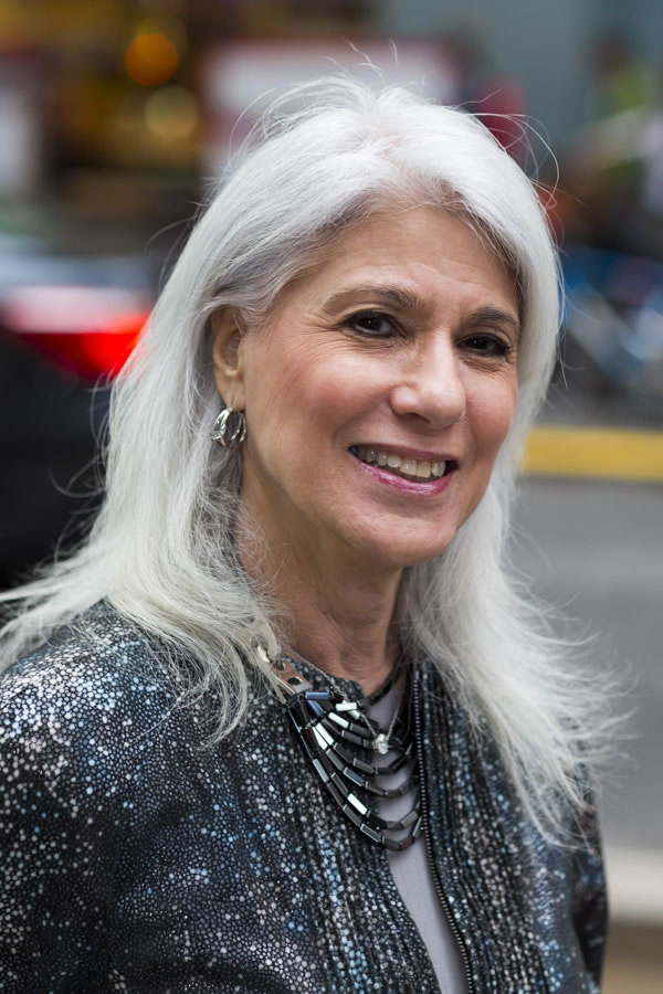 beautiful silver hair | 40plusstyle.com