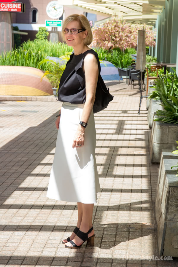 wearing black and white | 40plusstyle.com