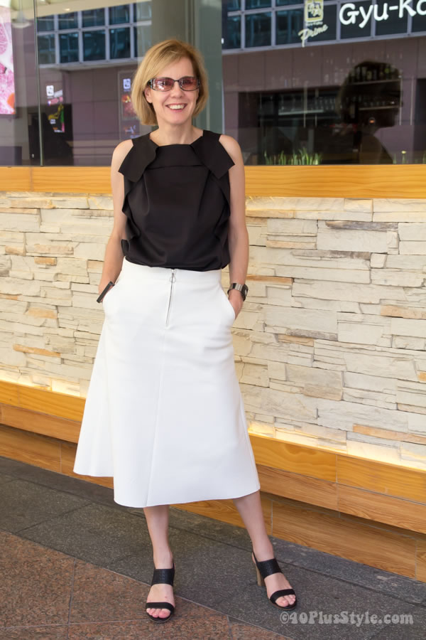 How to wear a skirt in a chic way | 40plusstyle.com