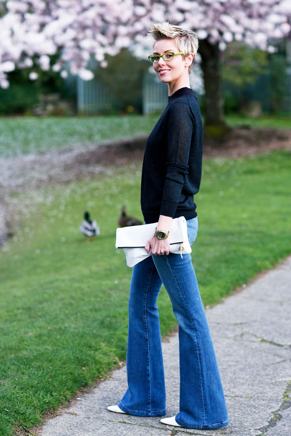 Casual chic in flared jeans | 40plusstyle.com