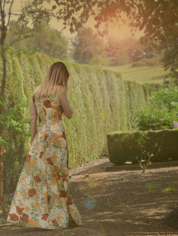 looking dreamy in a flower maxi dress | 40plusstyle.com