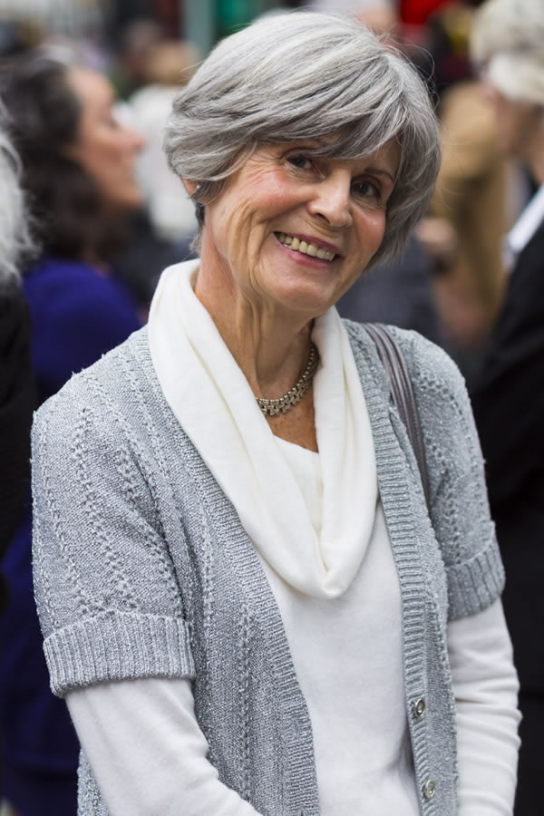 Women with fabulous middle long gray hairstyles!