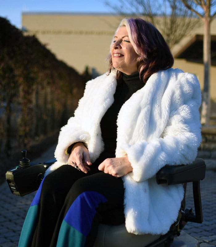 How to have fun with fashion and look stylish in a wheelchair – a style interview with Alicia